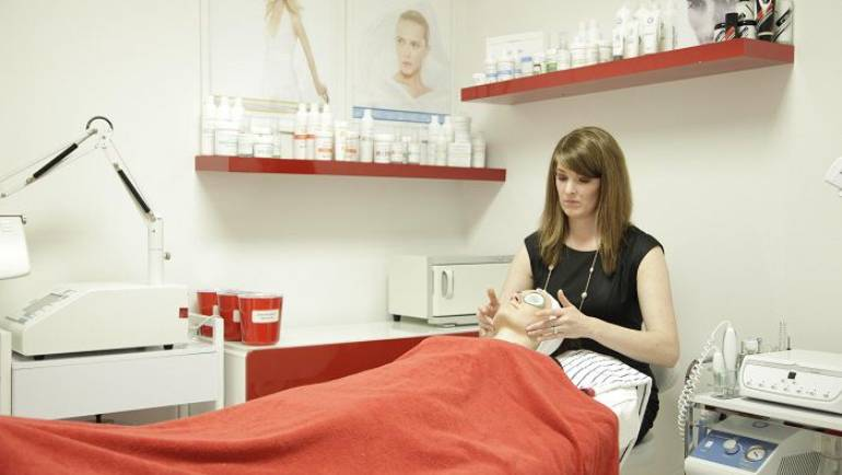 GOOD ADVICE FOR FALL SKIN CARE FROM BETH ANN HESS (LE)